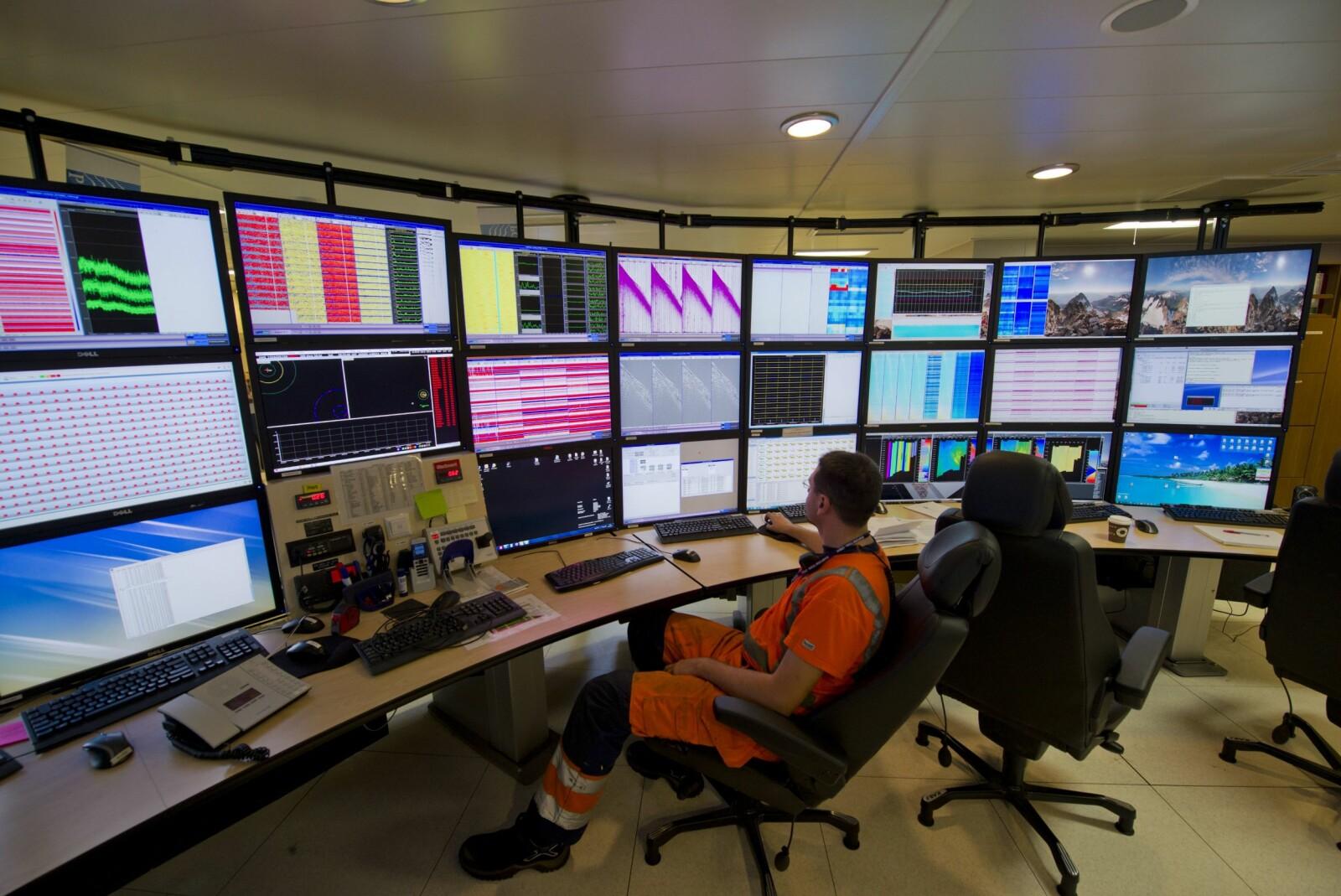 <b>INNSAMLING:</b> I kontrollrommet samles alle de seismiske dataene.
