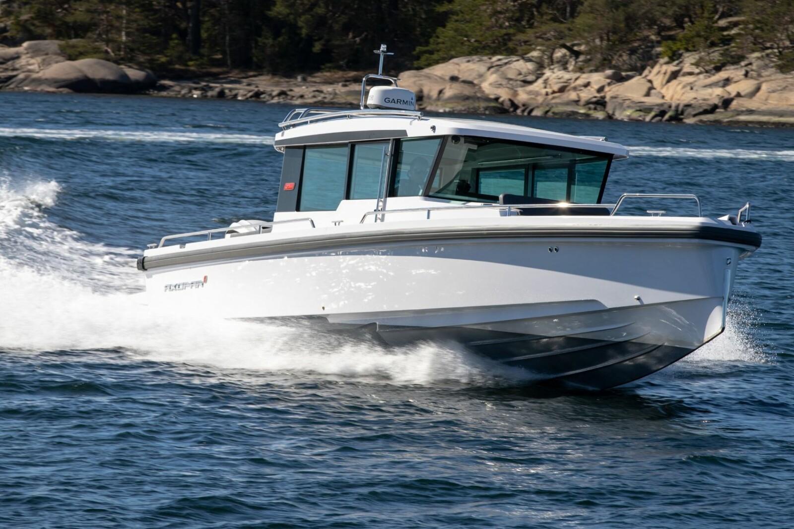 <b>FOR LANGE STREKK:</b> God marsjfart, pent forbruk og lun kabin. Da passer båten fint i Norge.