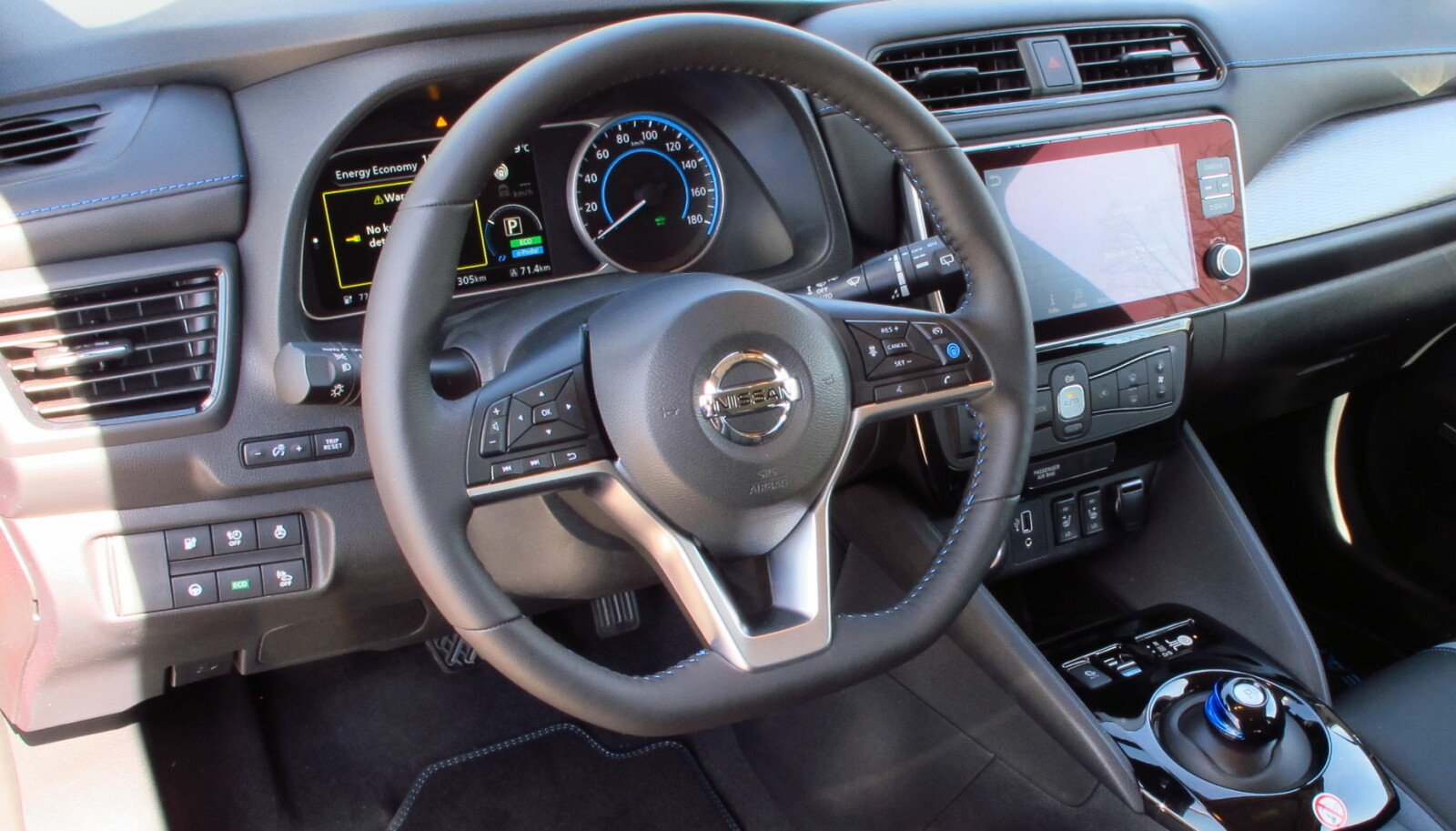 <b>RYDDIG:</b> Førermiljøet fungerer greit i Nissan Leaf 62 kWh e+.