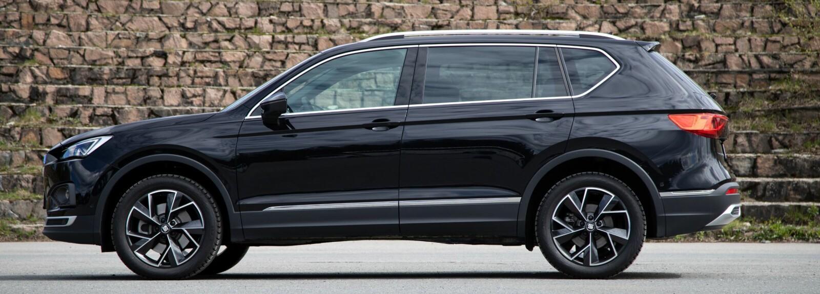 <b>TØFF:</b> Seat Tarraco er en stor SUV på godt over 4,7 meter. Litt skarpere kanter enn broder Skoda Kodiaq.