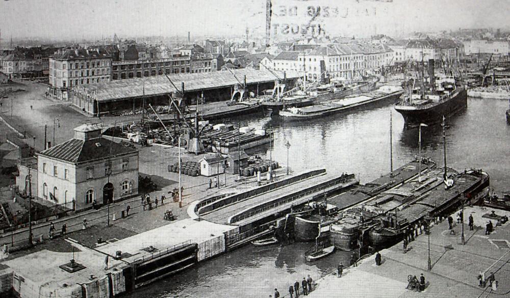 <b>NEDGANGSTIDER:</b> Antwerpen var en travel havn, men i 20-åra førte nedgangstider til at norske sjøfolk hadde store problemer med å få hyre, og ble gående og drive i gatene.