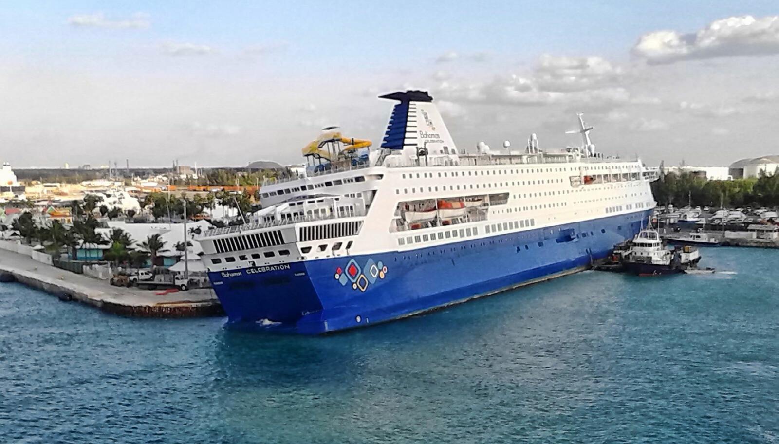<b>SLAGSIDE: </b>I 2008 ble «Prinsesse Ragnhild» solgt til det amerikanske rederiet Celebration Cruise og omdøpt til «Bahamas Celebration». 31. oktober 2014 fikk skipet omfattende skader etter sammenstøt med et ukjent objekt utenfor Freeport på Bahamas, og det ble etter hvert solgt for hugging