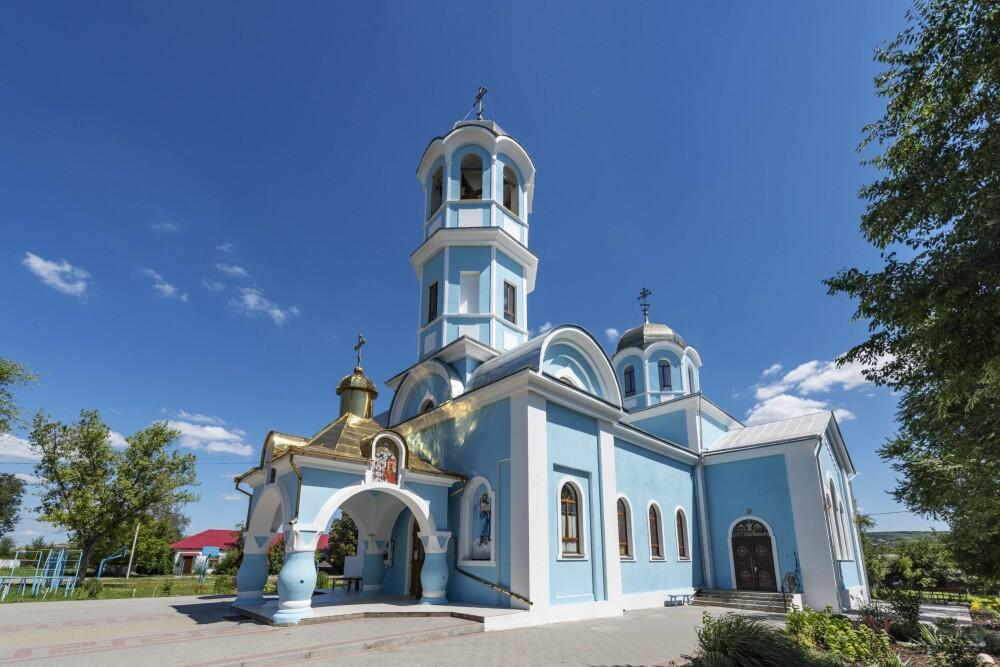 <b><SPAN CLASS=BOLD><STRONG>VAKKER:</b></strong></span> Den ortodokse kirken i Ceadir-Lunga er virkelig noe for øyet.