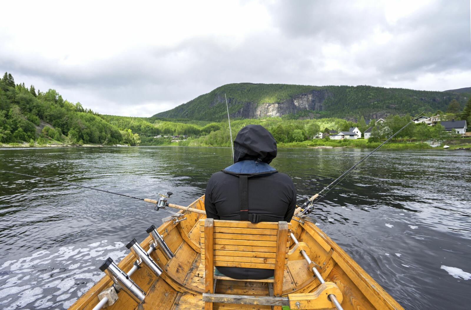 <b>HARLINGFISKE:</b> Fiske med guide er en fin måte å introduseres for laksefiske.