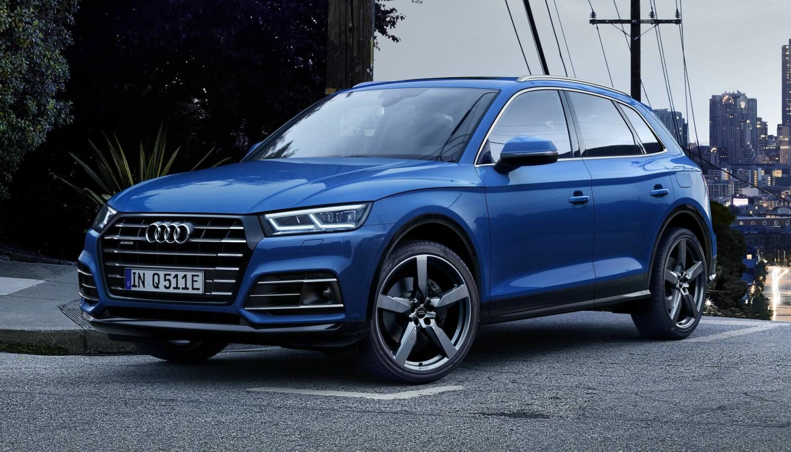 """LADING: """"Audi e-tron Charging Service"""" gir med ett enkelt kort tilgang til 100 000 ladepunkter over hele Europa. Du har full kontroll på ladingen og ladestatus på smarttelefonen din via «myAudi»-appen. Her finner du også forbruksstatistikk og ruteplanlegging med ladepunkter."""