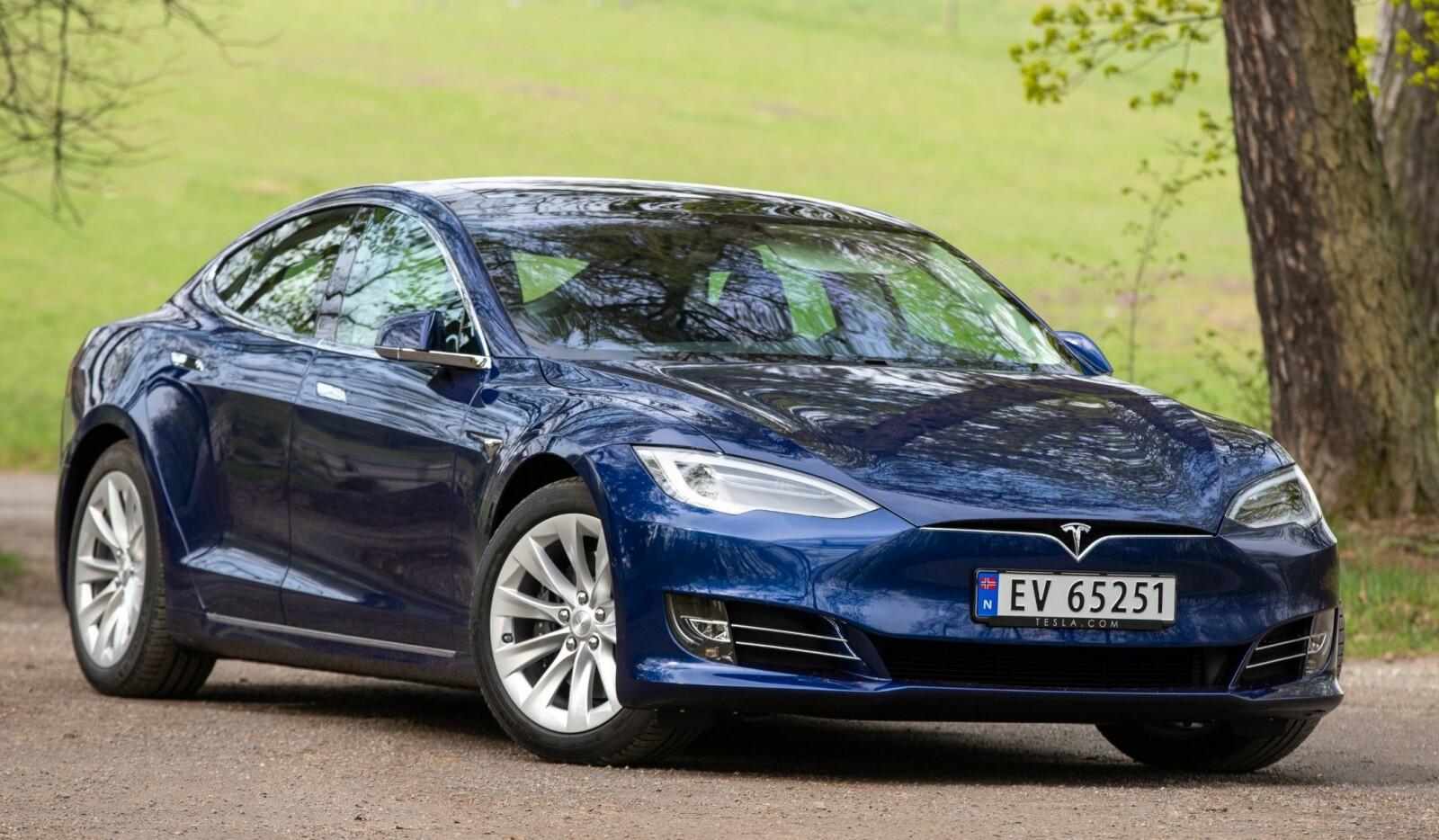 <b><SPAN CLASS=BOLD><STRONG>FINE LINJER:</b></strong></span> Nye Tesla Model S 100D viser at Tesla har jobbet aktivt med å heve kvalitet og finish på Model S.