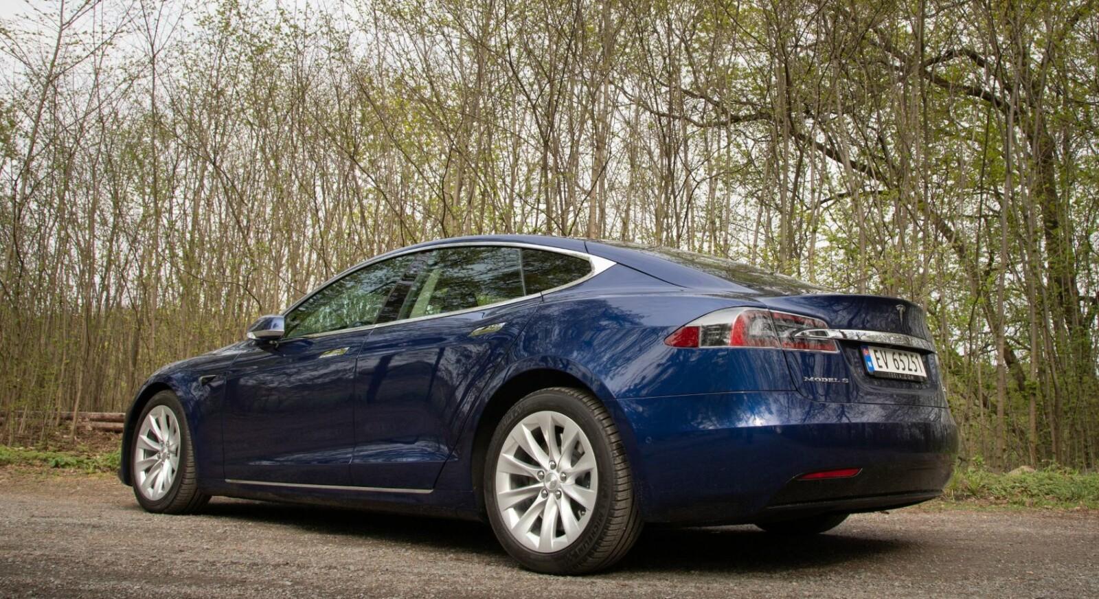 <b><SPAN CLASS=BOLD><STRONG>TIDLØS:</b></strong></span> Det er nesten 10 år siden den første prototypen av Tesla Model S ble vist frem. Designet har vist seg å tåle tidens tann godt.