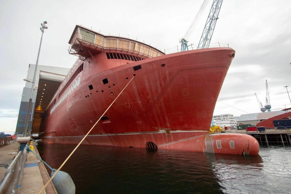 <b><SPAN CLASS=BOLD><STRONG>IKKE BARE X-BOW:</b></strong></span>Ulstein Verft bygger også 160 meter lange Color Hybrid, verdensstørsteplugin hybridskip. Skipet skal settes inn i trafikk på strekningen Sandefjord–Strömstad.