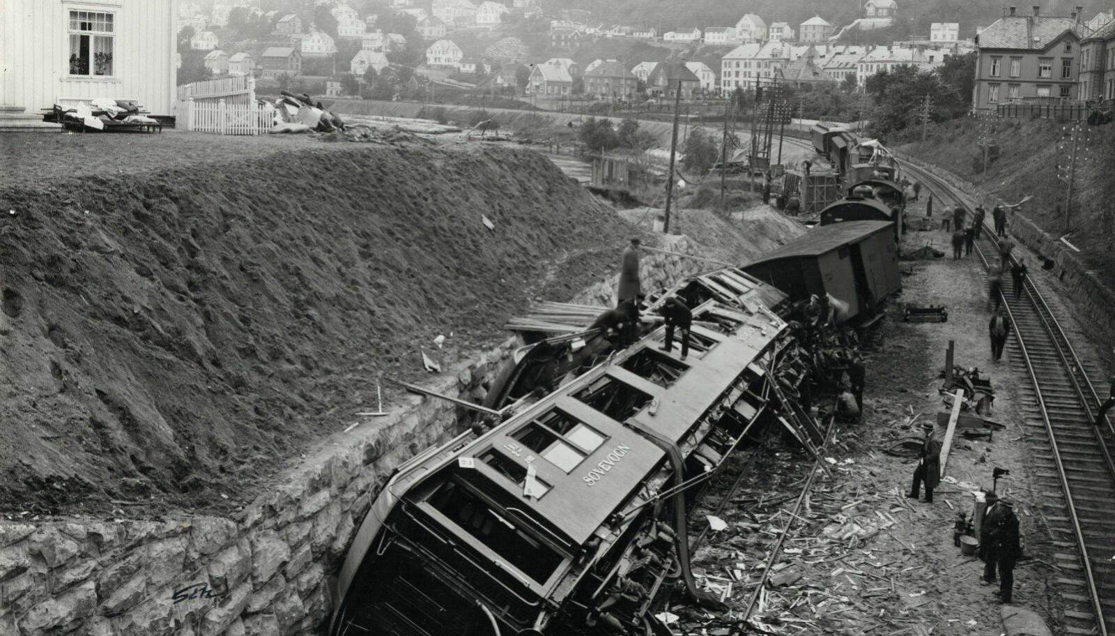 <b>NORGES FØRSTE ALVORLIGE TOGULYKKE:</b> I dette togsettet døde seks av de prominente gjestene etter åpningen av Dovrebanen i 1921.