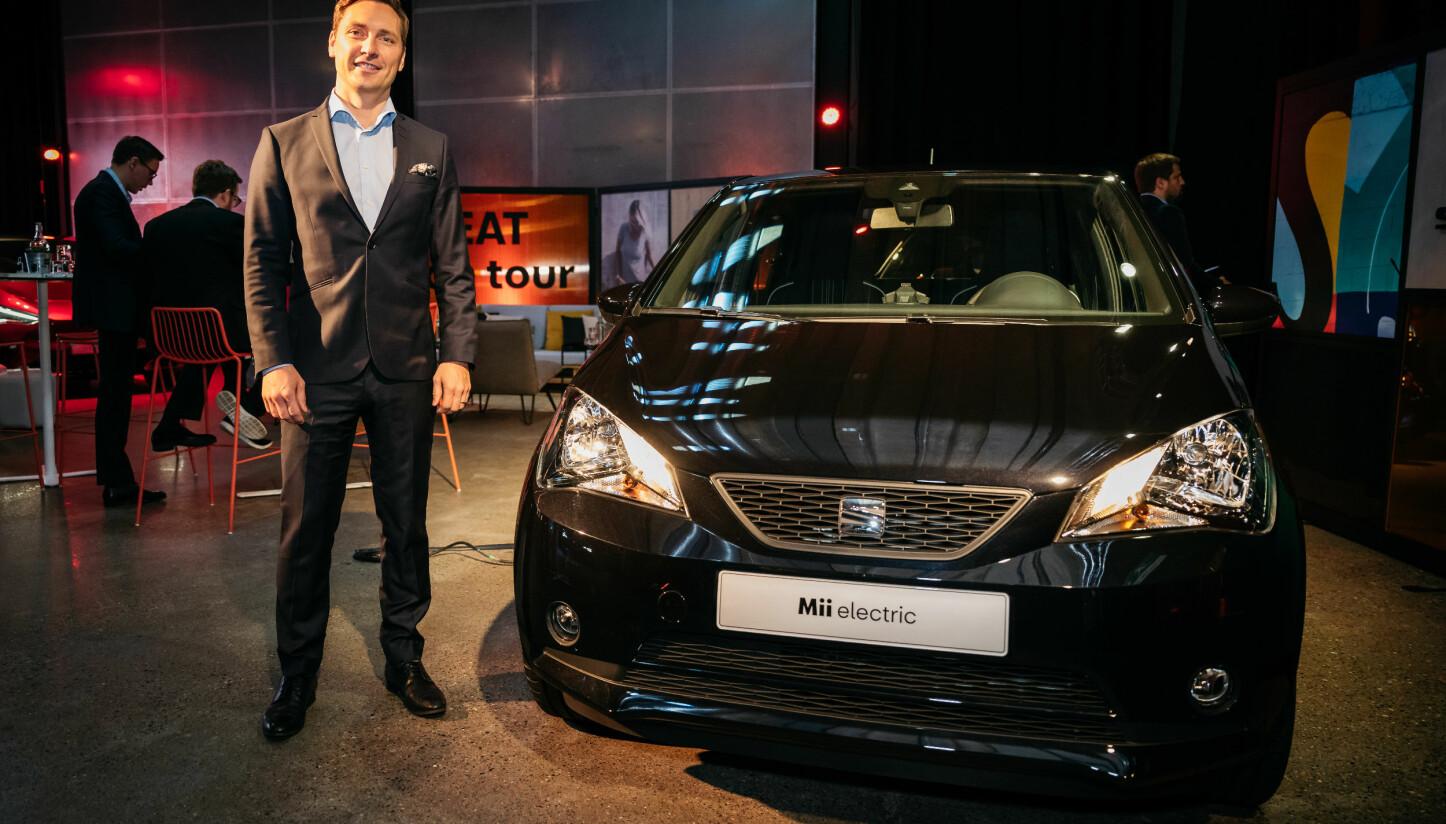 <b>ELBIL FRA SEAT: </b>Ole Kristian Ågotnes, Direktør i SEAT Norge, med verdenslansering av SEATs første elbil.
