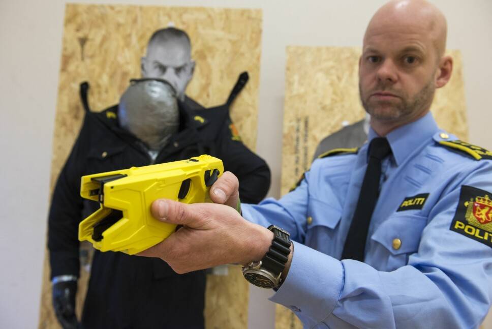 <b><SPAN CLASS=BOLD><STRONG>«MINDRE DØDELIG»:</b></strong></span> Prosjektleder Kjetil Lussand presiserer <br/>at selv om Taseren er langt mindre farlig enn en vanlig pistol, er all maktbruk forbundet med en viss risiko.