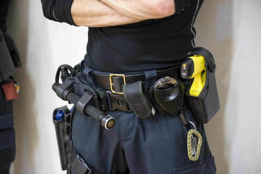 <b><SPAN CLASS=BOLD><STRONG>VERKTØY:</b></strong></span> Når norsk politi får strømpistol som en del av belteutrustningen, skal den ikke erstatte men være et supplement til batong og pepperspray.