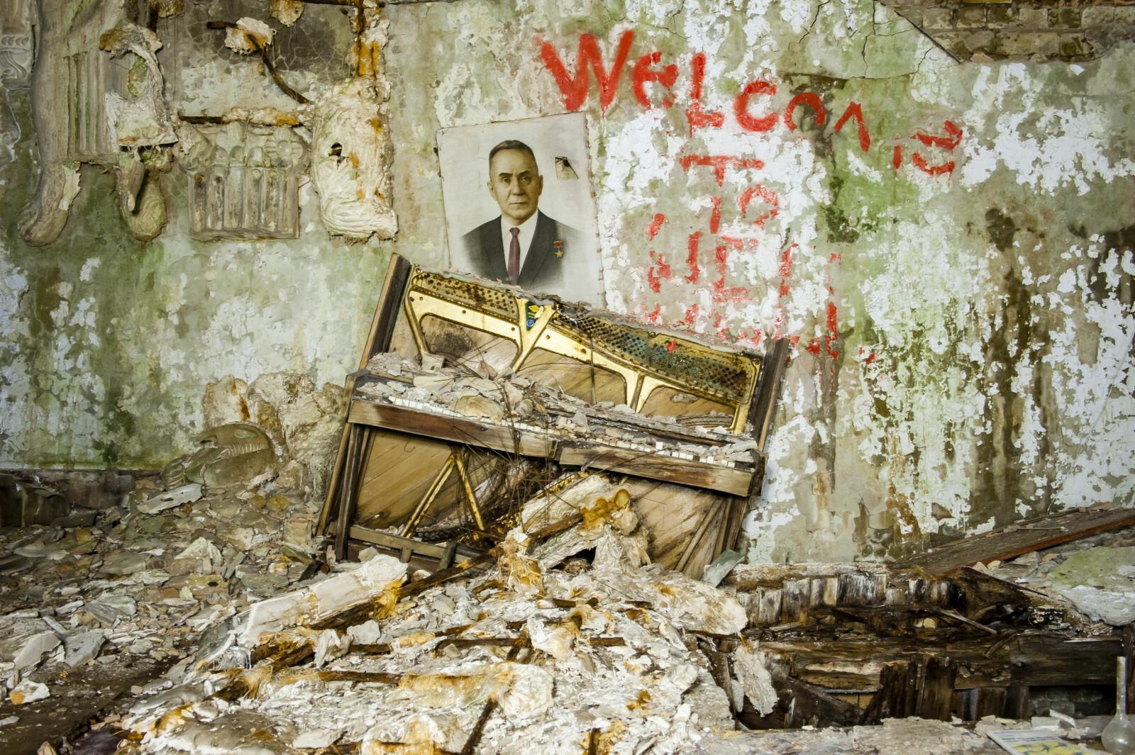<b>SYKEHUSET:</b> Welcome to hell – graffiti på veggen inne i sykehuset i Pribyat.