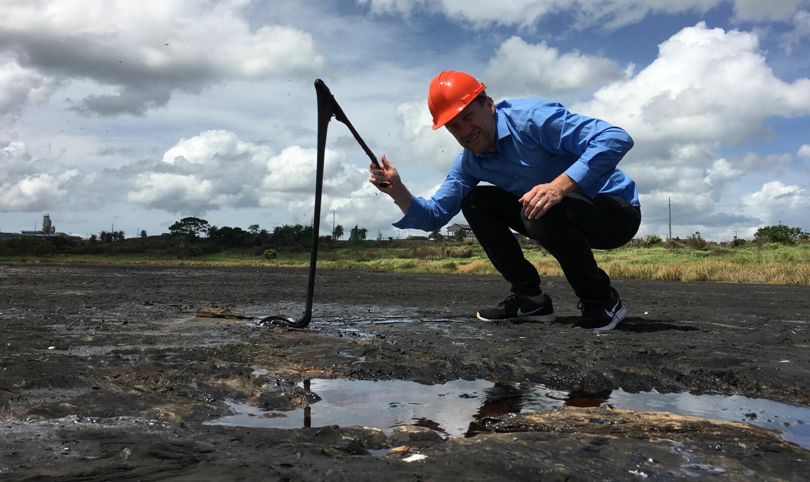 <b>ET HAV AV ASFALT:</b> Den kalde, men seige asfalten bobler rett opp av grunnen på Trinidad.