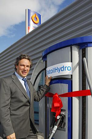 <b>TIDLIG START:</b> Ulf Hafseld åpnet hydrogenstasjonen på Økern i Oslo, den gang for StatoilHydro. Det var før giganten ga opp, <br/>og Hafseld førte prosjektet videre med offentlig millionstøtte.
