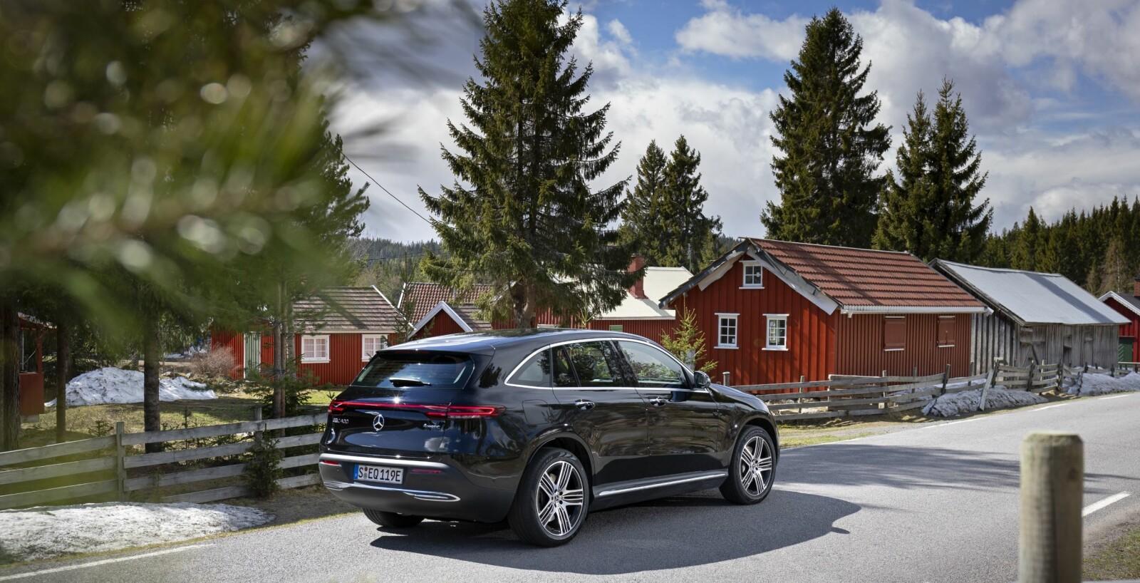 SISTE BIL UT: Mercedes-Benz EQC 400 4Matic er så langt siste bil ut i det store elektriske SUV-slippet fra de viktige prestisjeprodusentene Jaguar, Audi, Mercedes-Benz og BMW. Utlevering av EQC starter høsten 2019. Vi venter fortsatt på BMW iX3 med planlagt lansering i 2020.