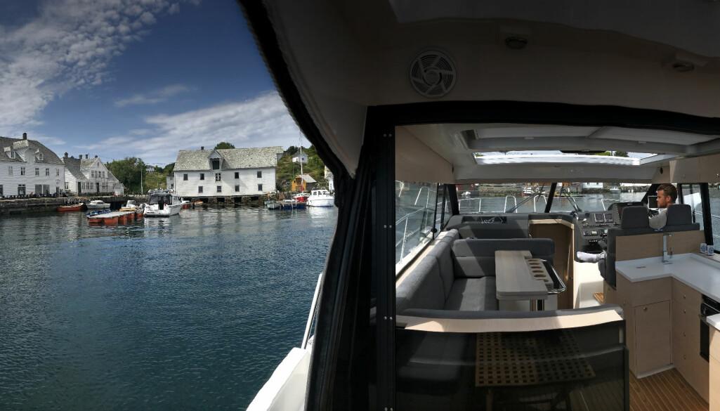 <b>INNE OG UTE: </b>Skilsø Panorama 39 gir deg det beste av begge deler. Her er vi innom vakre Glesvær.
