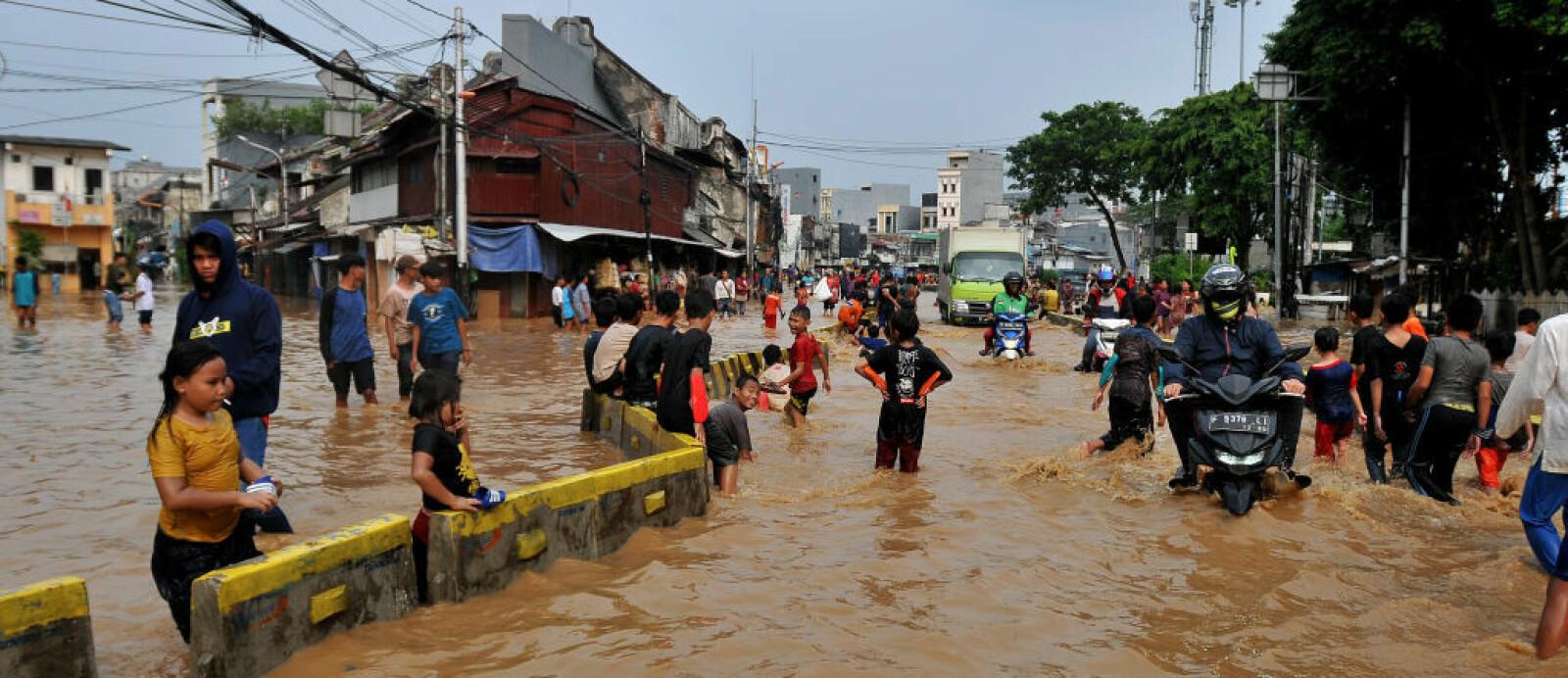 <b>FLOM:</b> Flom er vanlig i Jakarta. 13 elver har sitt løp gjennom byen. Bildet er fra april i år, da det nok en gang flommet over etter mye regn.