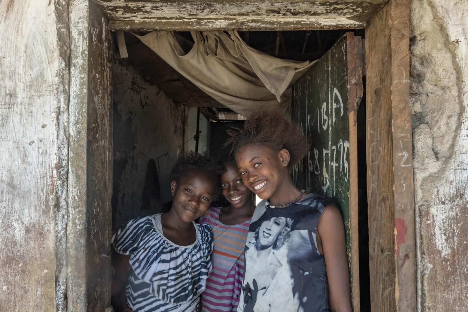<b>GJESTFRIE:</b> Menneskene i Sierra Leone er utrolig vennlige og gjestfrie. Her representert ved fra venstre Fatmata, Doris og Lucy.