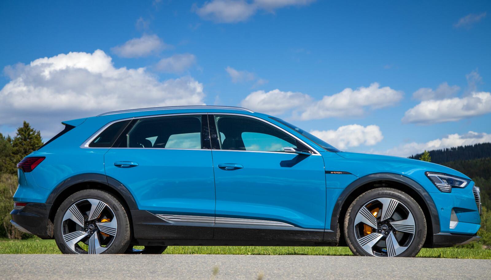 <b>SVÆR:</b> Audi e-tron er en tungvekter på veien. Det gir Audis prestisje-elbil noen merkbare ulemper.