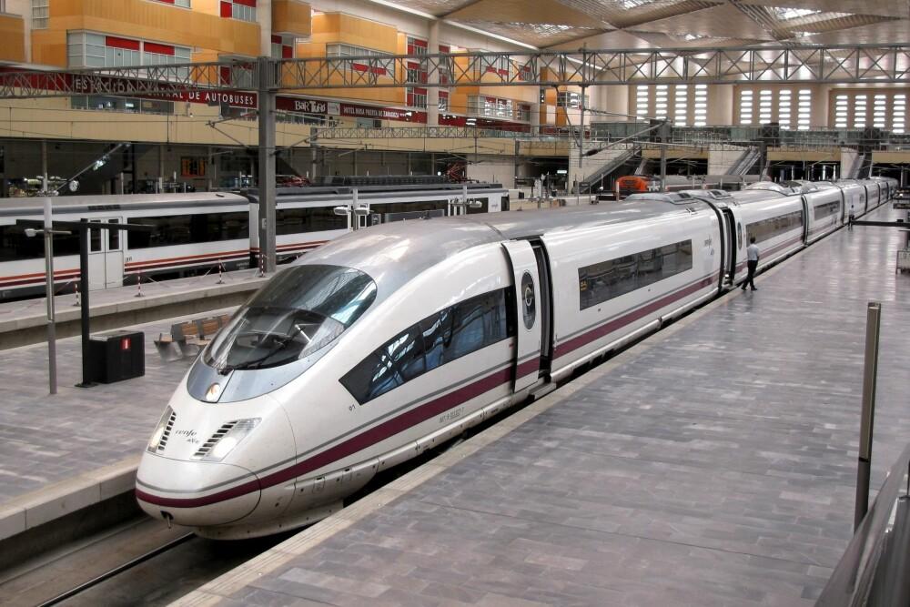 <b>REKORDTOG:</b> Rekorden for et ikke-modifisert tog er 403,7 km/t og ble satt av et Siemens Velaro E-tog på linjen mellom Madrid og Zaragoza i Spania.