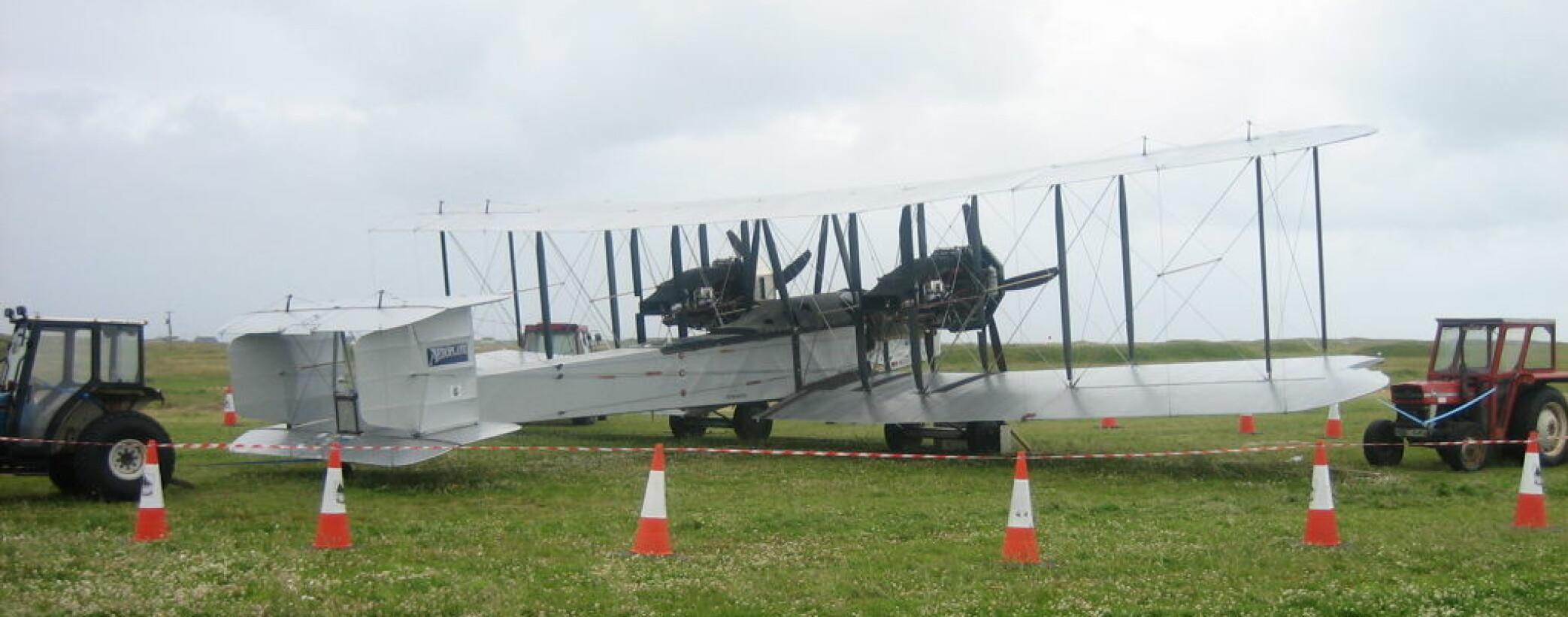 <b>KOPI</b> En replika av Vickers Vimy. Flyet som Alcock og Brown brukte som verdens første mennesker fly over Atlanterhavet.