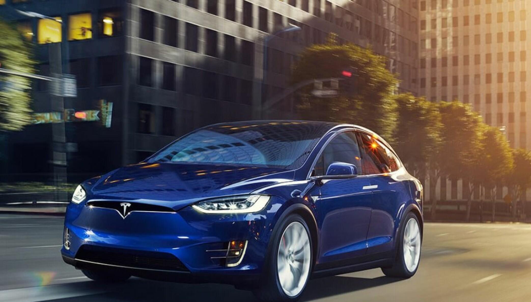 <b>NYE TIDER:</b> Tesla og andre elbiler er tilnærmet lydløse. Det blir det slutt på.
