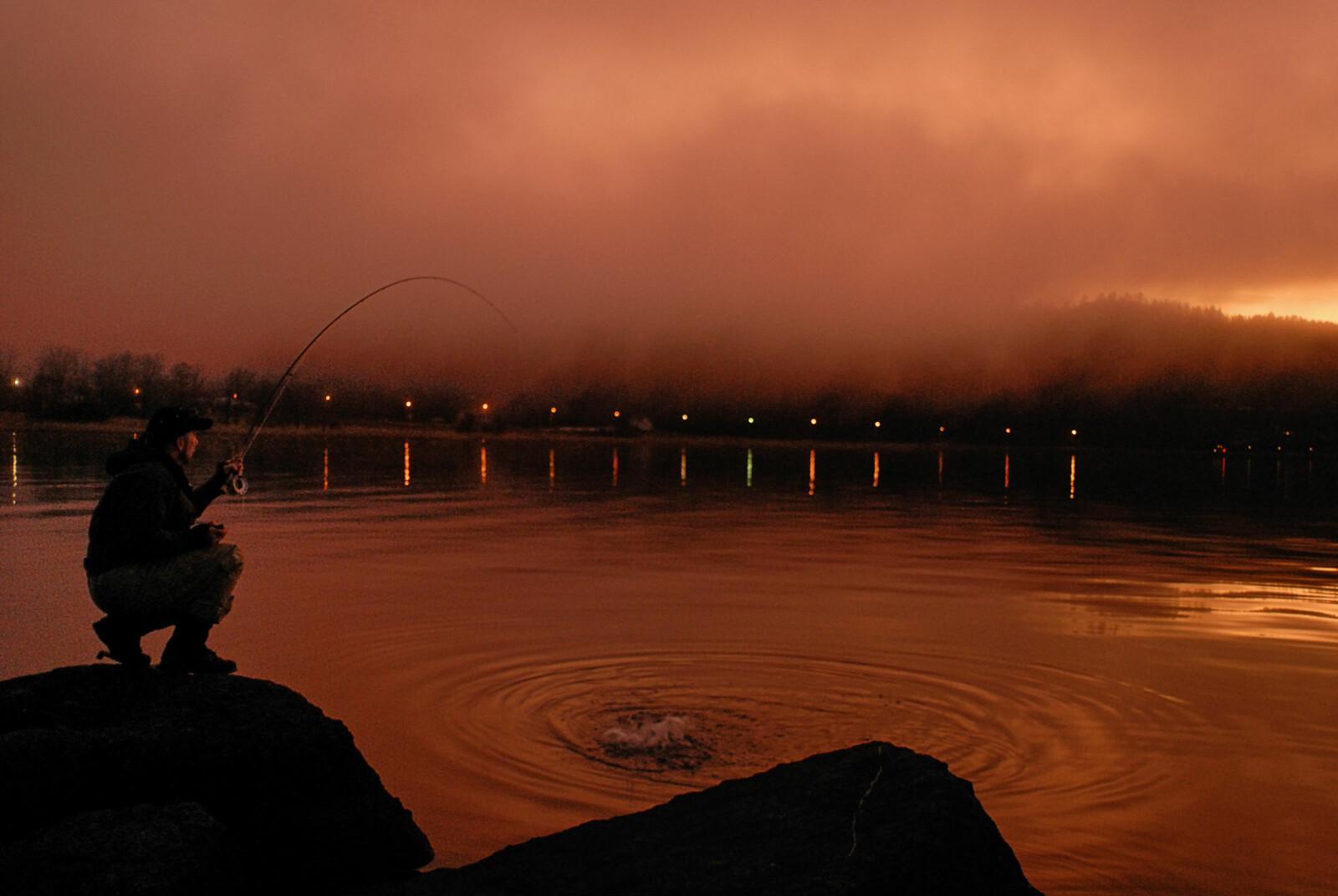 <b>UTNYTT MØRKET:</b> Høstørretfiskeren vet å verdsette mørkets timer. (Foto: Bjørn Mikael Pettersen)