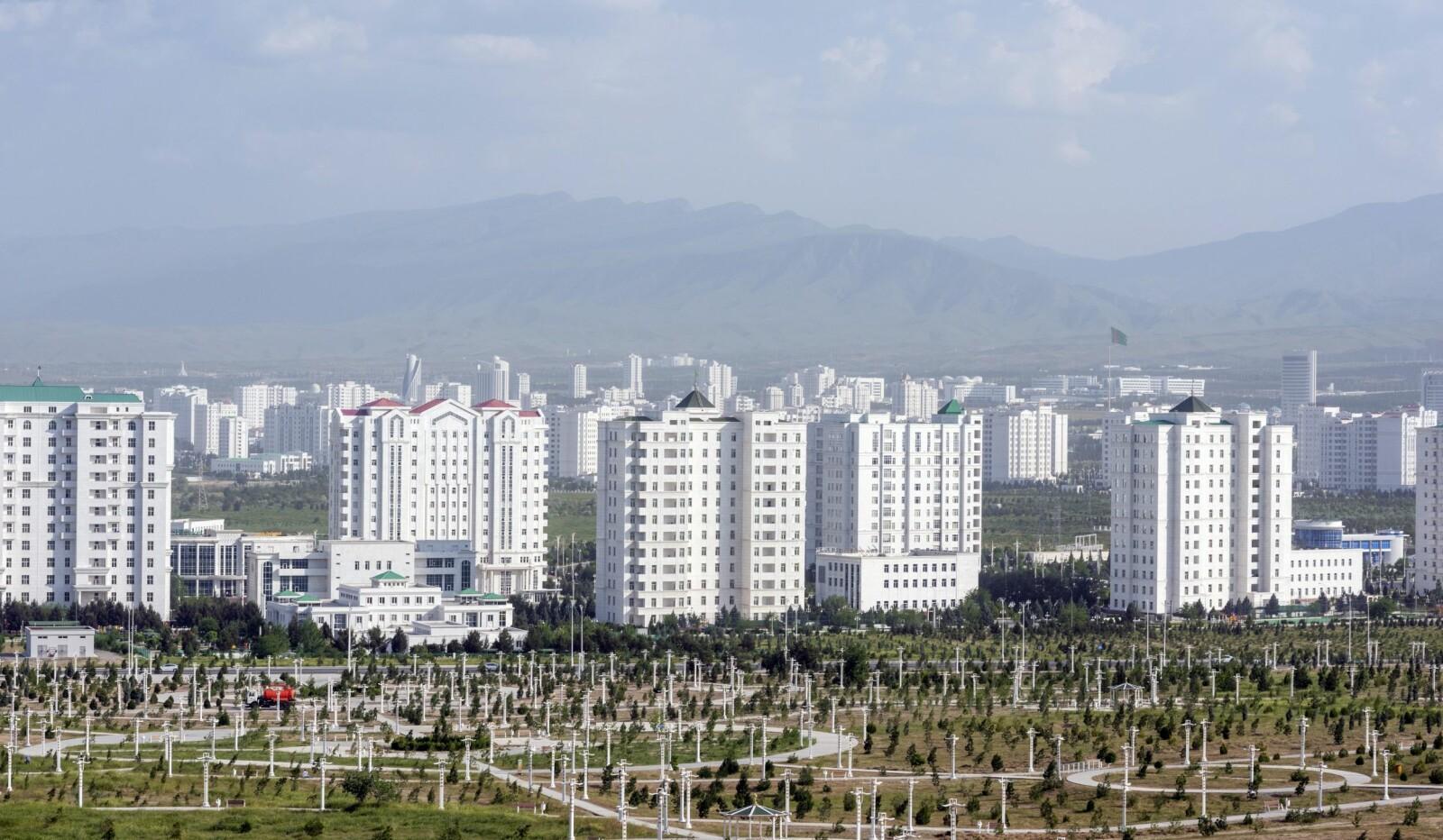 <b>MARMORSKALLET:</b> Asjkhabad – den hvite byen. Et monumentalt marmorskall, en utopi uten innbyggere.