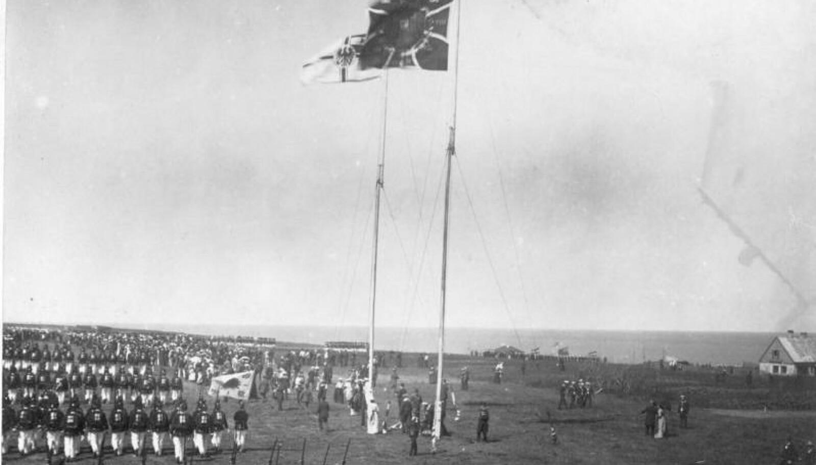 <b>FIKK RINGVIRKNINGER:</b> Overleveringsseremoni på Helgoland i 1890.