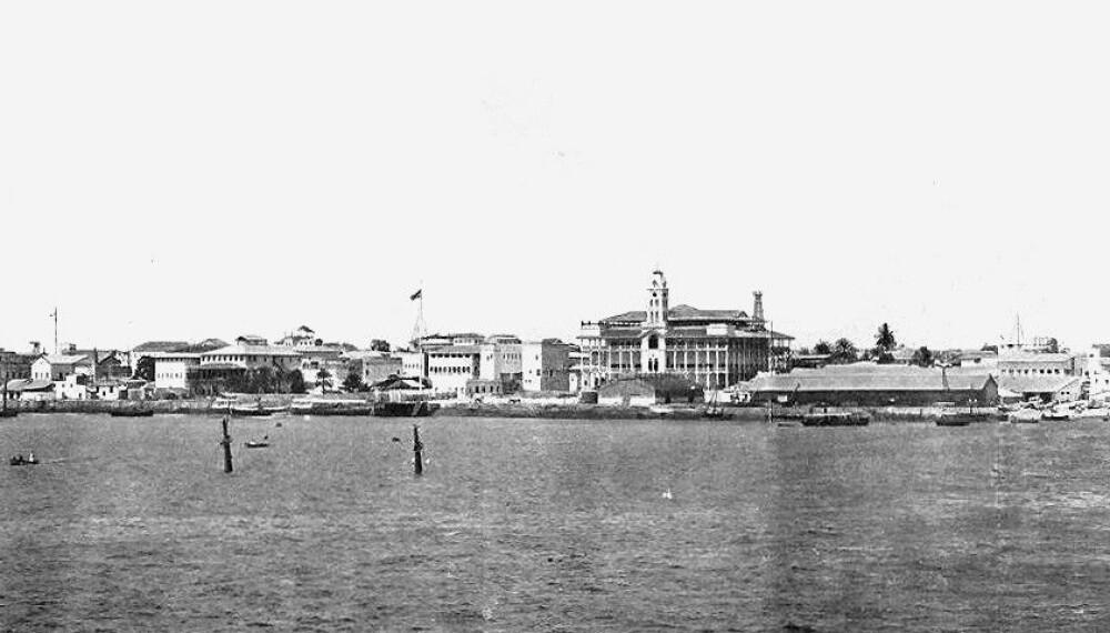 <b>MINNESMERKE:</b> Mastene til sultanens sunkne skip HHS Glasgow var synlige i årevis etter slaget. Dette bildet er tatt i 1902.