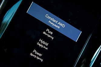 <b>IRRITERENDE:</b> En 4WD-knapp hadde gjort det enklere å koble inn 4WD-systemet i V60 T8. Nå må du inn i skjermmenyen.