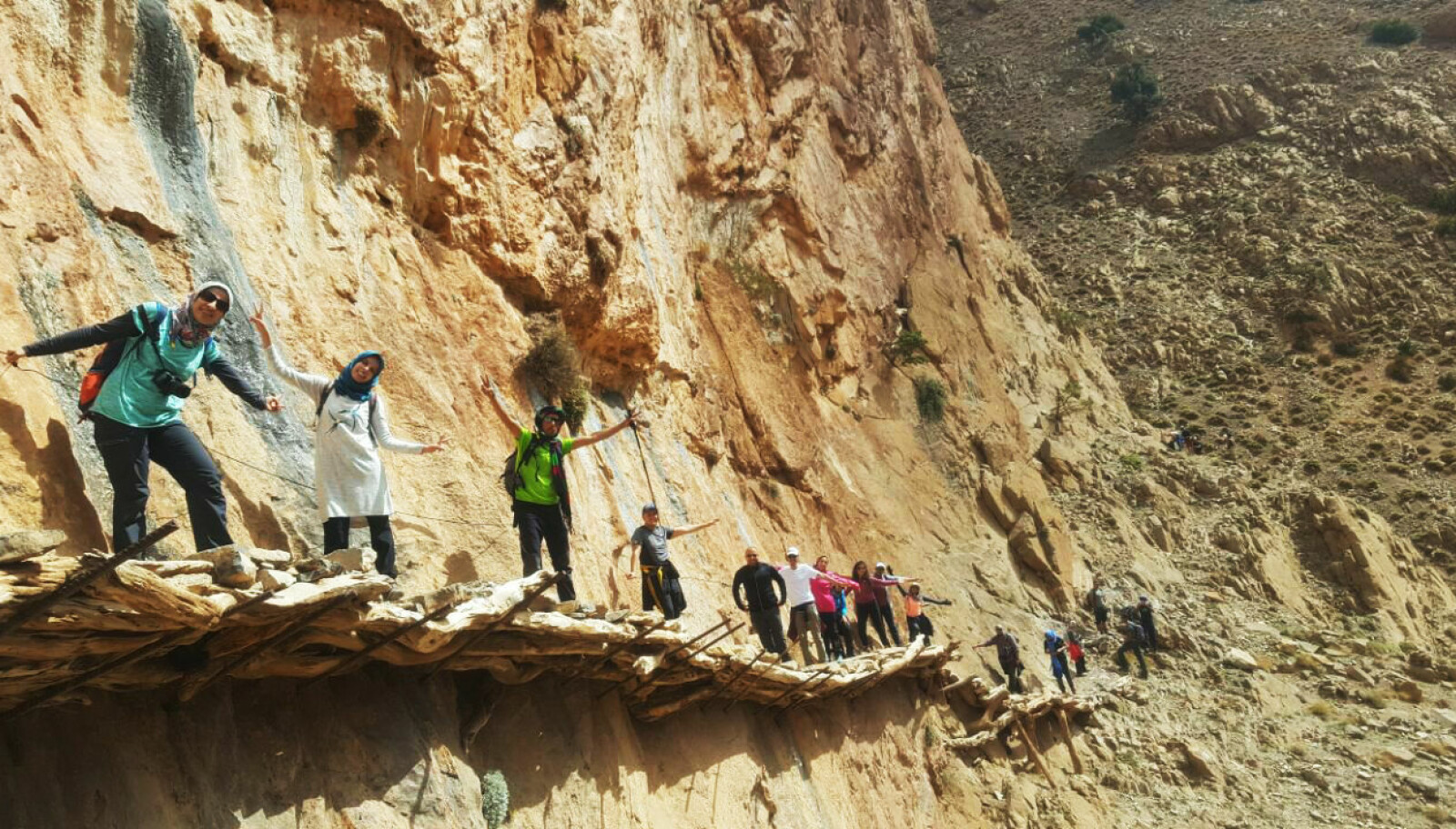 <b>BERBERBROEN:</b> Passage de ponts berberes, en enkel, men luftig passasje i Tahgia i Marokko.
