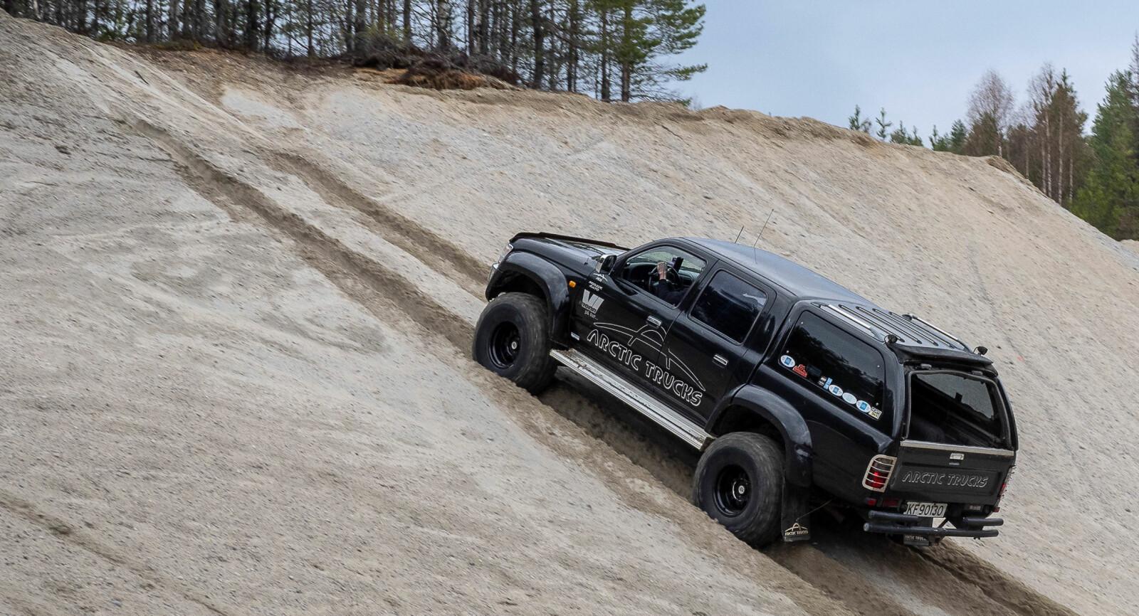 <b>SNARVEI:</b> Arctic Trucks-modifiserte 4WD-biler kan gjerne ta korteste vei mellom A og B.