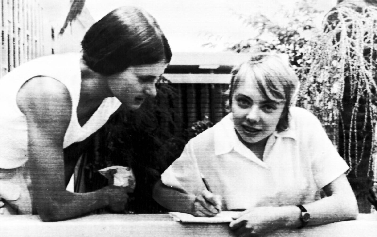 <b>ALENE I JUNGELEN:</b>Juliane Koepcke (til høyre) overlevde både flystyrt og jungelen.