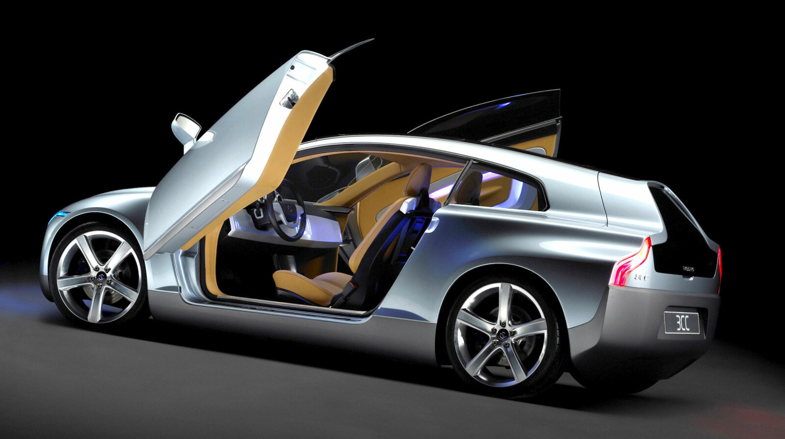 <b><SPAN CLASS=BOLD><STRONG>ELBIL:</b></strong> </span>Volvo 3CC var langt forut sin tid. En helelektrisk Volvo laget i høyfast stål og karbon.
