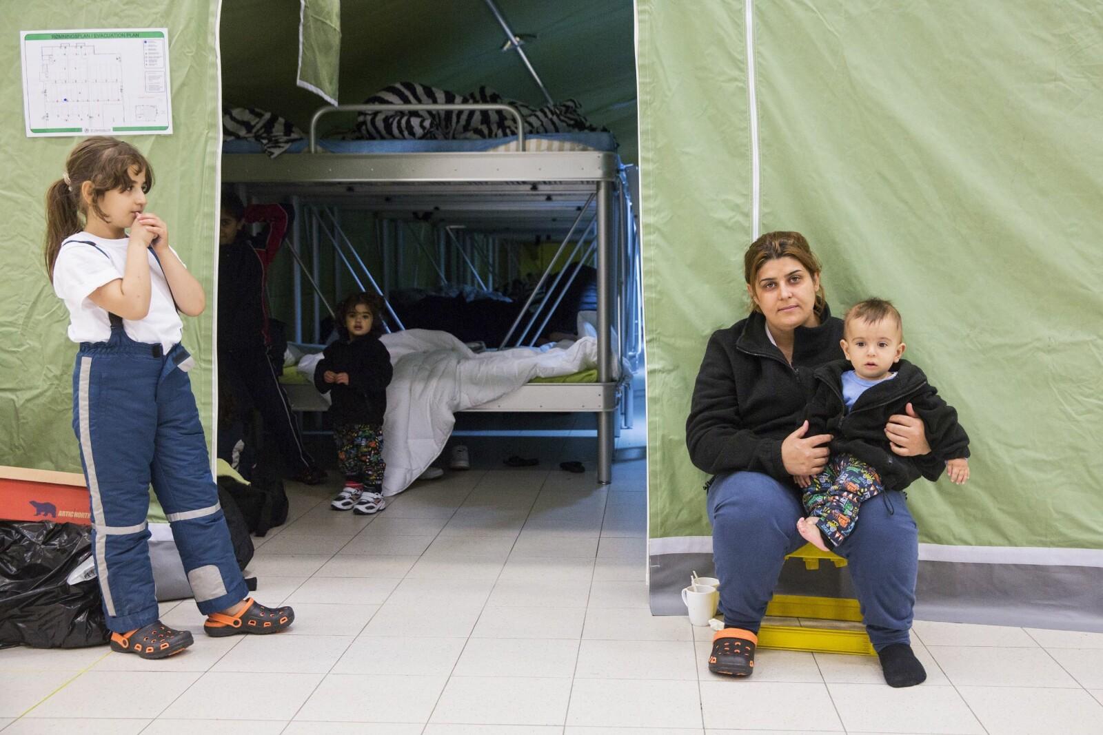 <b><SPAN CLASS=BOLD><STRONG>FRUSTRERT:</b></strong></span> En kurdisk kvinne og hennes barn i mottakssenteret på Råde i 2015. Forskerne har funnet ut at hun blir frustrert av å vente.