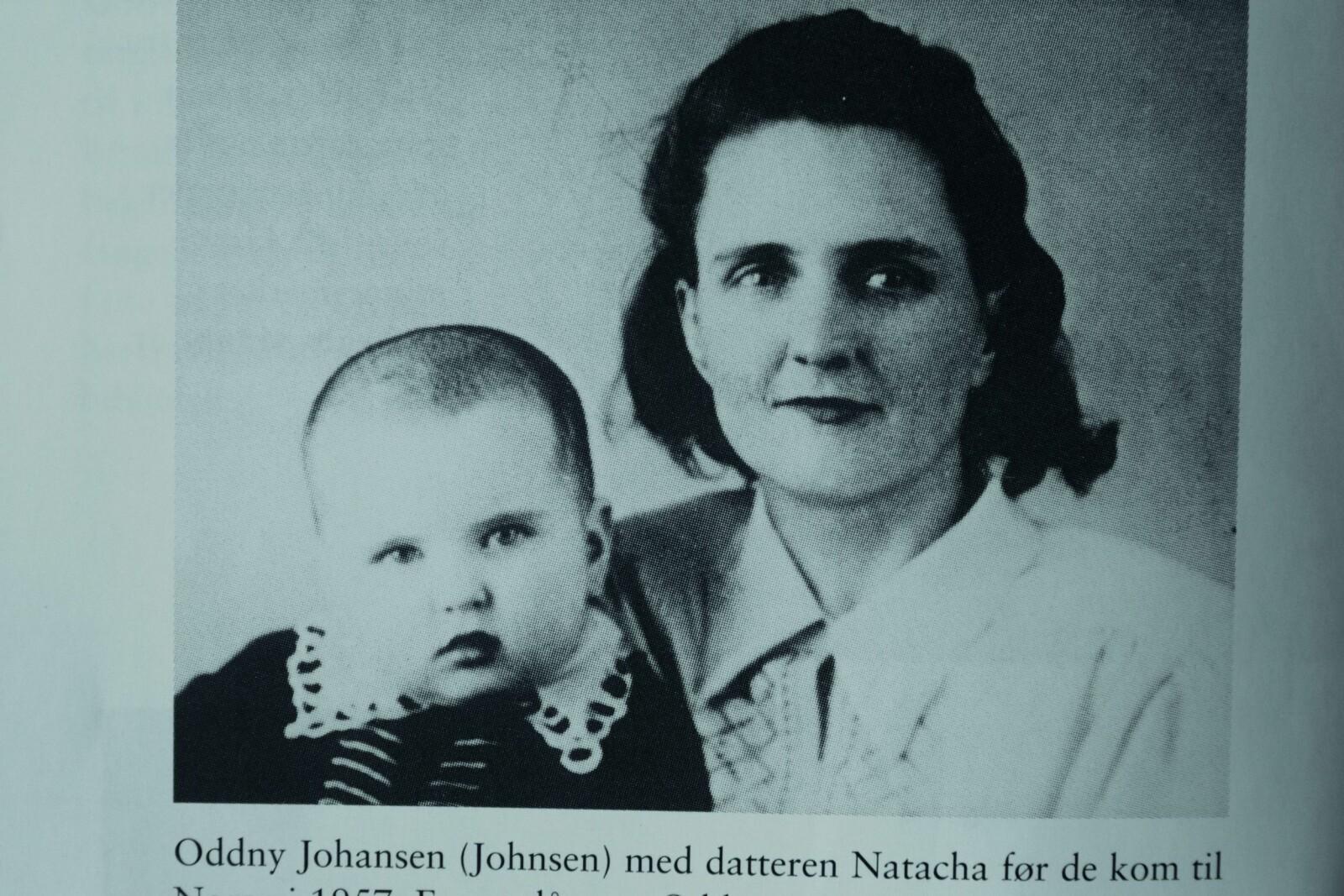 <b>MOR OG DATTER:</b> Oddny Johnsen sammen med datteren Natacha. Bildet er tatt mens sovjetiske myndigheter holdt dem mot sin vilje.