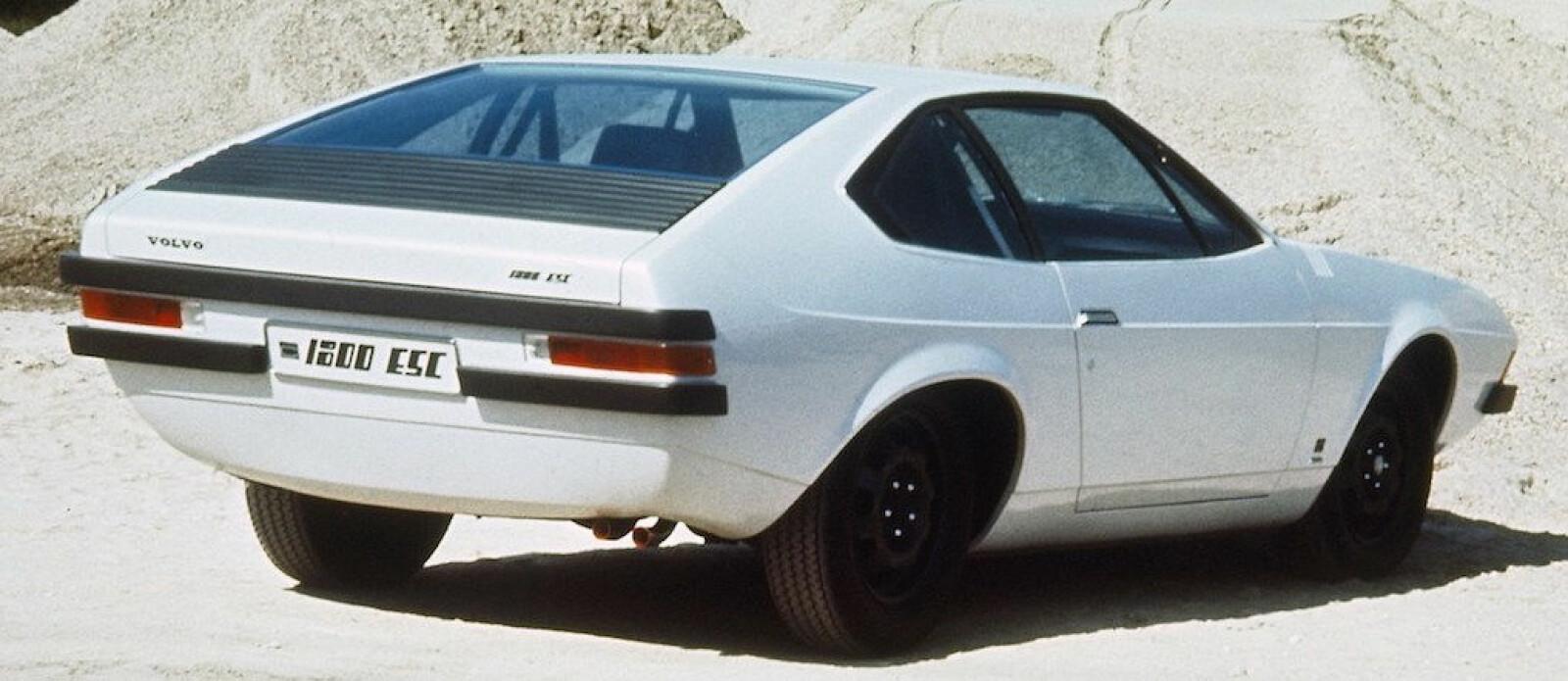 "<span class=""BOLD"" style=""""><strong style=""font-weight: bold;"">ITALIENSK SPORTSBIL?: </strong>Nei, dette er Volvo Viking fra 70-tallet.</span>"