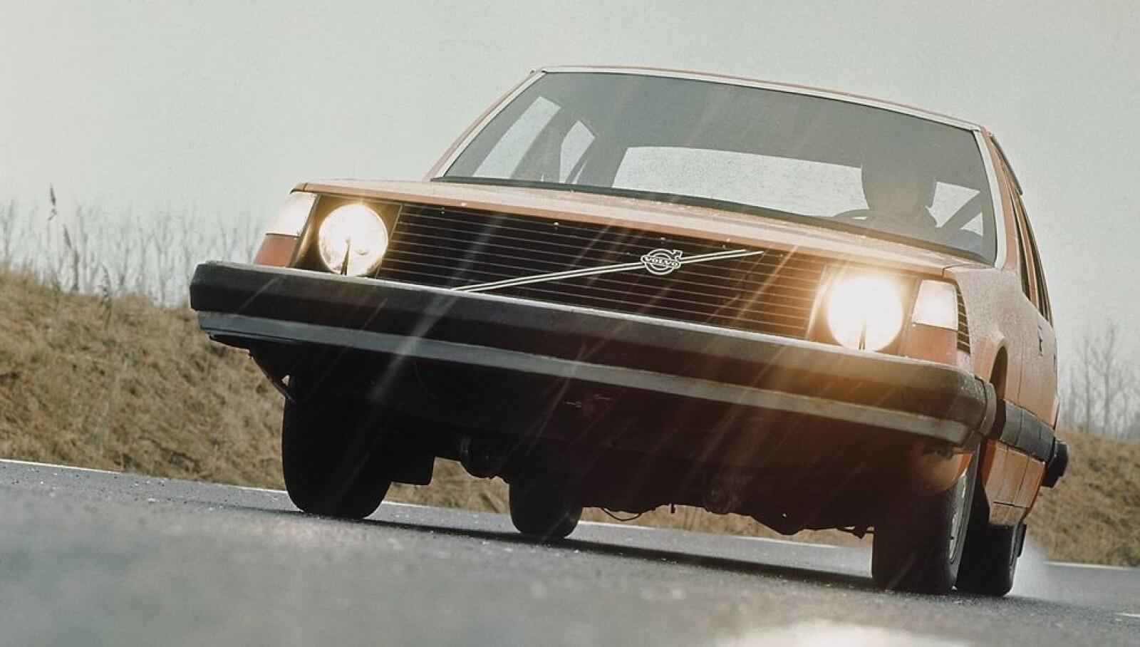 <span class=bold><strong>VOLVO EXPERIMENTAL SAFETY CAR:</strong></span> Det er ikke vanskelig å se at dette var forløperen til Volvo 240 (1975).