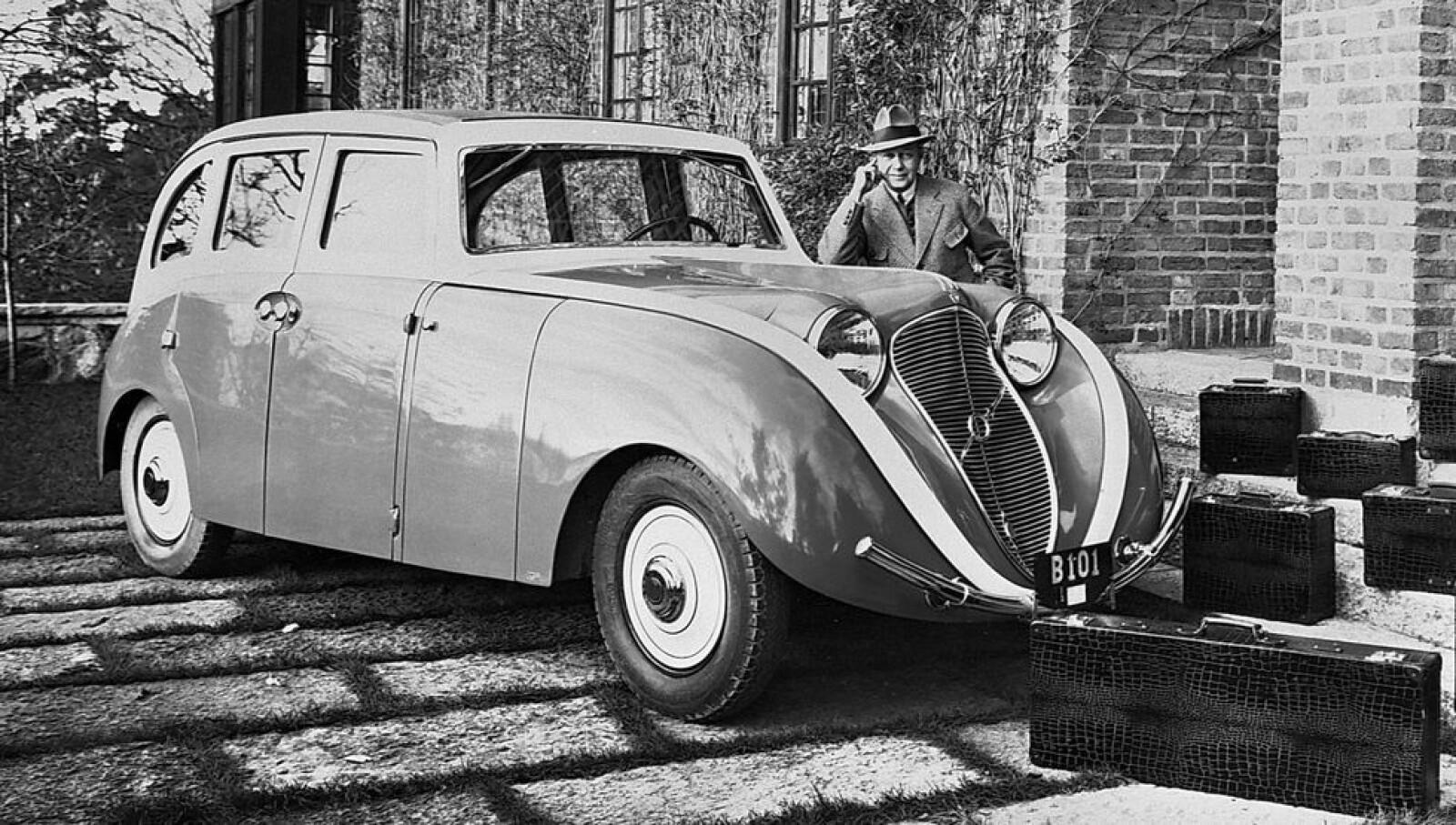 <b><SPAN CLASS=BOLD><STRONG>VOLVO VENUS BILO:</b></strong></span> Dette var den aller første konseptbilen til Volvo, laget i 1933.