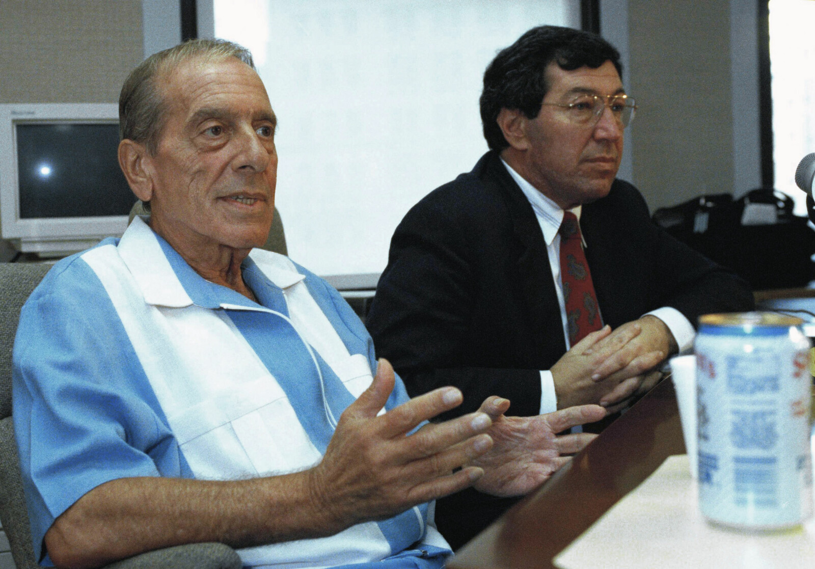 <b>SVEKKET:</b> En HIV-svekket Scarpa i retten sammen med sin advokatGary Pillersdorf i 1992.