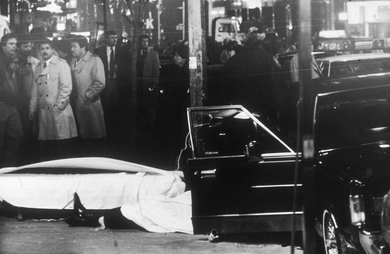 FAMILIETRØBBEL: Mafiafamiliene i New York hadde blodige feider seg imellom og innad. I 1985 ble Gambino-gudfaren Paul Castellano skutt og drept av John Gotti som tok over som Gambino-boss.