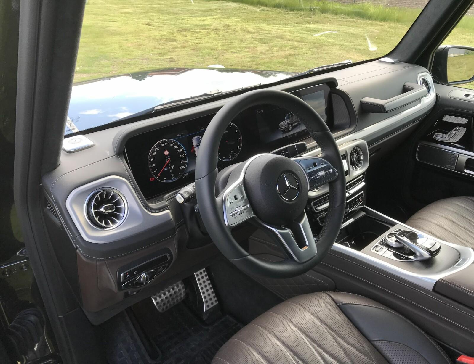 <b>FRA S-KLASSE:</b> Helt ny cockpit med brede skjermer som i S- og E-klasse.