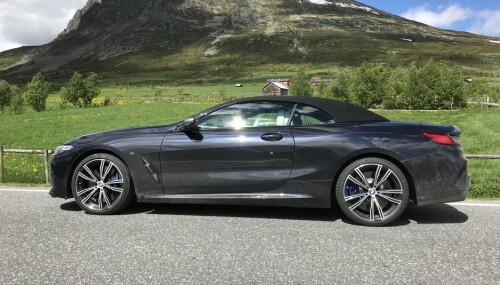 <b>STOFF:</b> Stofftaket, som leveres i to farger, gir bilen en ny coupé-aktig silhuett