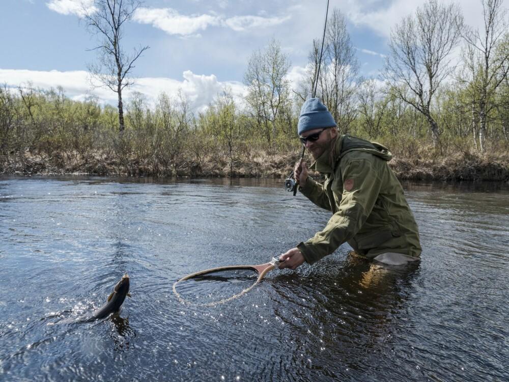<b>FORSIKTIG:</b> Vading skremmer lett fisken, så vær bevisst på når det er nødvendig.