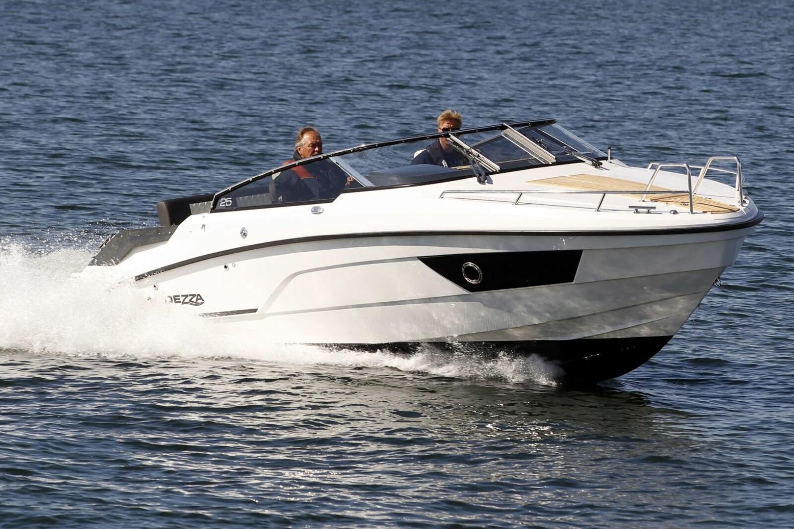 <b>GÅR GODT:</b> 44 knop og stabile sjøegenskaper gjør dette til en spenstig kjøreopplevelse.