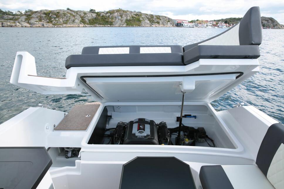 <b>UNDER PANSERET:</b> Det som tidligere var standard for denne båttypen, er nå uvanlig for mange: Motoren inne i båten.