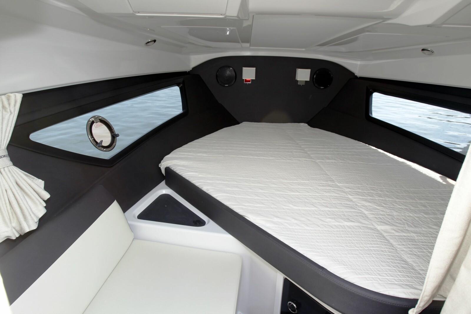 <b>FOR TO:</b> Ingen typisk turbåt, men kan soves i en natt eller to. Ikke separat toalettrom, men et forheng for de sjenerte.