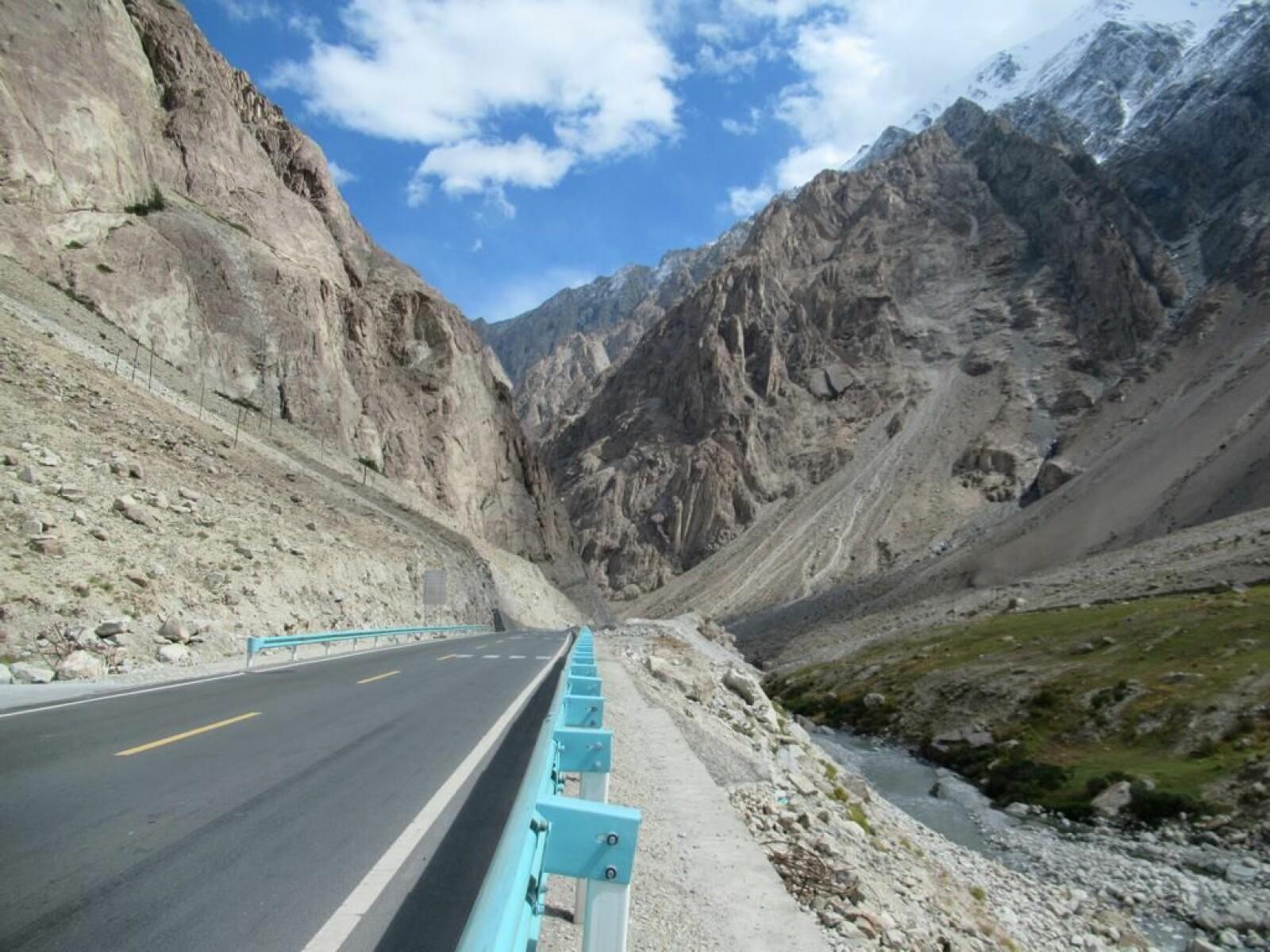 <b>FARLIG:</b> Karakoram Highway når en høyde på 4.714 meter, som i seg selv er en påkjenning for kroppen.
